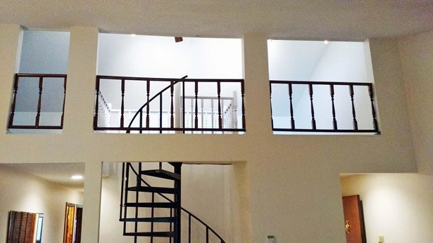 Condo/Townhouse 3rd Floor & Above, 1.5 Story - COUNCIL BLUFFS, IA (photo 2)