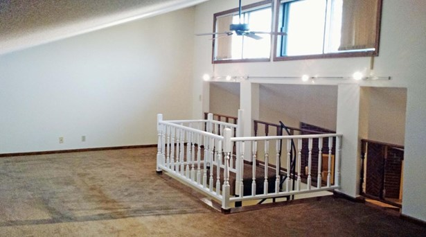 Condo/Townhouse 3rd Floor & Above, 1.5 Story - COUNCIL BLUFFS, IA (photo 3)