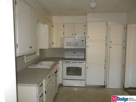Detached Housing, Multi-Level - Bellevue, NE (photo 4)