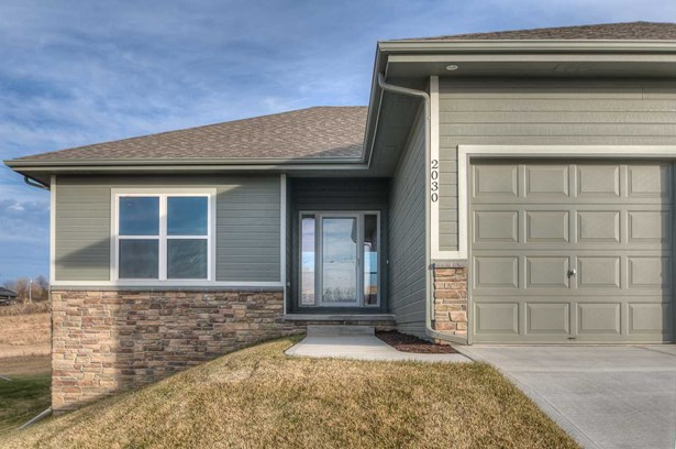 Detached Housing, Ranch - Bellevue, NE (photo 4)
