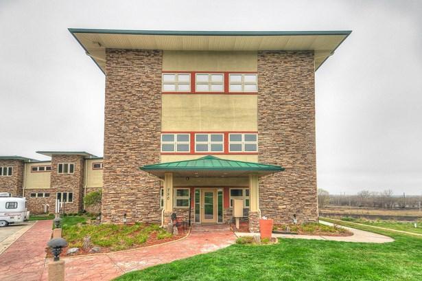 Condominium, Ranch - COUNCIL BLUFFS, IA