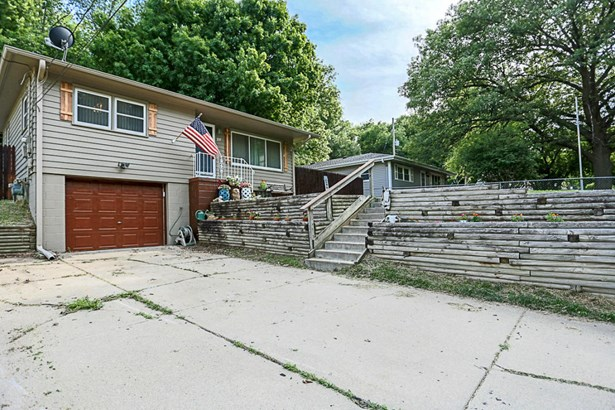 Raised Ranch, Single Family Residence - COUNCIL BLUFFS, IA