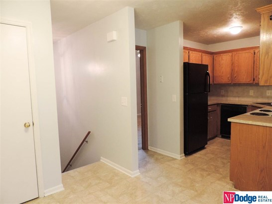 Attached Housing, Split Entry - Bellevue, NE (photo 4)