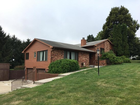 Single Family Residence, Multi-Level - WALNUT, IA (photo 1)
