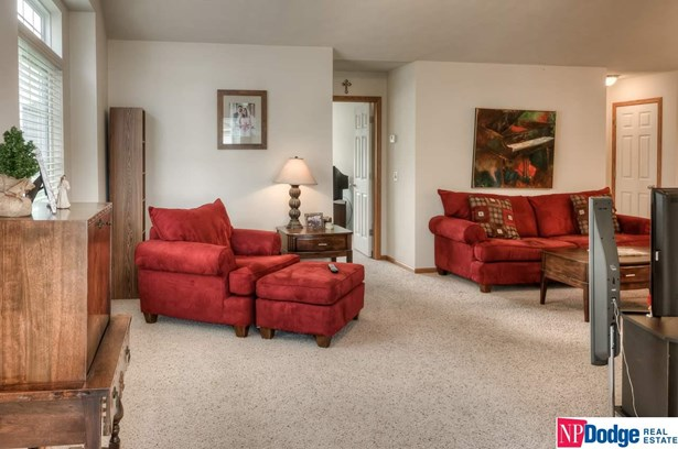 Attached Housing, Ranch - Omaha, NE (photo 4)