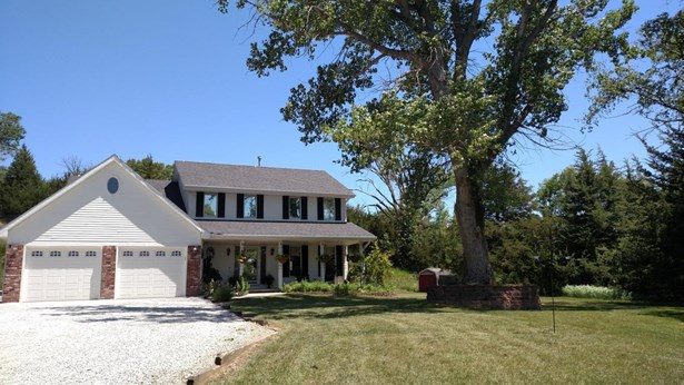 Single Family Residence, 2 Story - CRESCENT, IA (photo 1)