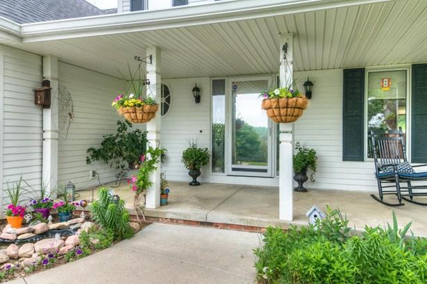 Single Family Residence, 2 Story - CRESCENT, IA (photo 3)