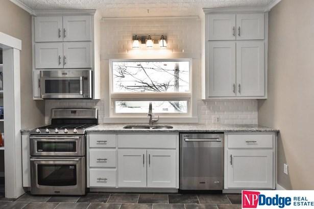 Attached Housing, 2 Story - Omaha, NE (photo 2)