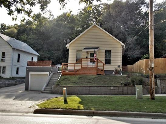 Raised Ranch, Single Family Residence - MISSOURI VALLEY, IA (photo 1)