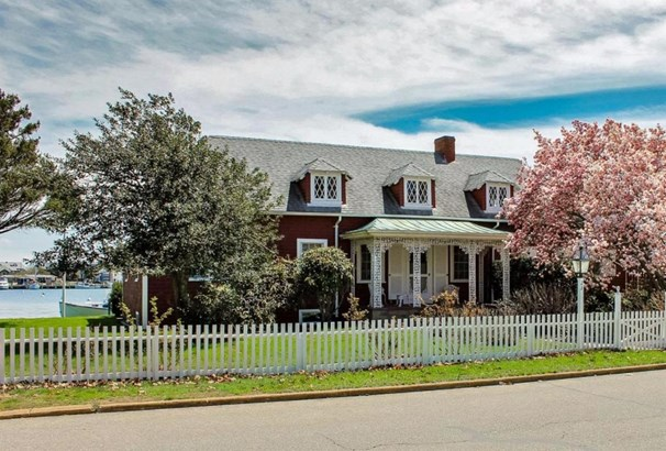 Single Family Residence - Oak Bluffs, MA (photo 1)