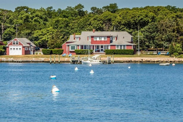 Single Family Residence - Oak Bluffs, MA (photo 2)