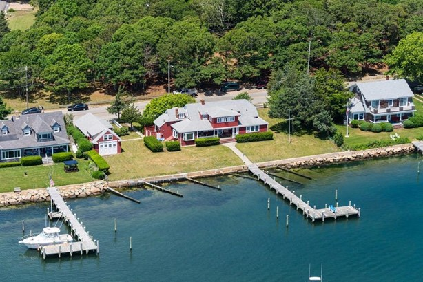 Single Family Residence - Oak Bluffs, MA (photo 4)