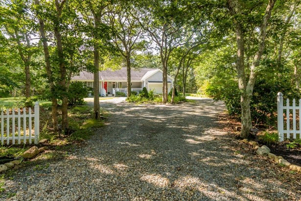 Single Family Residence, Ranch - Oak Bluffs, MA (photo 2)