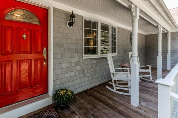 Single Family Residence, Ranch - Oak Bluffs, MA (photo 3)
