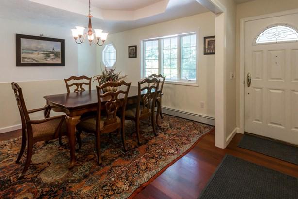 Single Family Residence, Ranch - Oak Bluffs, MA (photo 5)