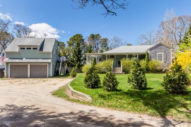 Single Family Residence, Ranch - Tisbury, MA