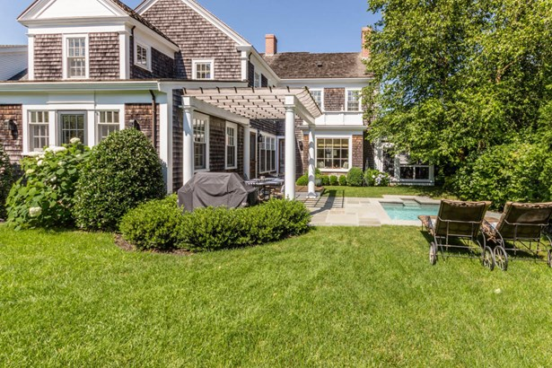 Single Family Residence, Colonial - Edgartown, MA (photo 2)