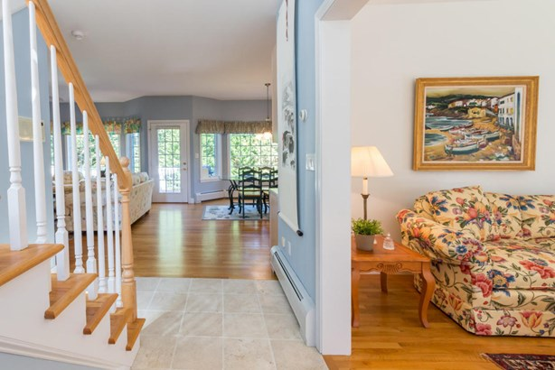 Single Family Residence, Contemporary - Oak Bluffs, MA (photo 2)