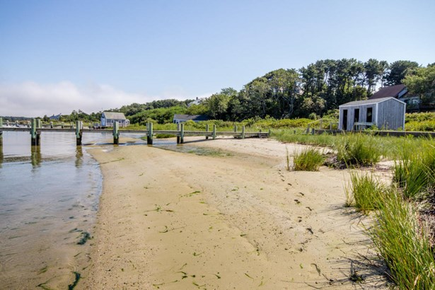 Single Family Residence, Colonial - Edgartown, MA (photo 5)