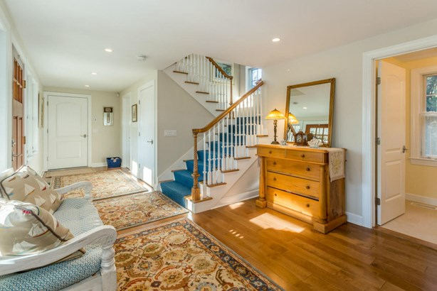 Single Family Residence, Colonial - Edgartown, MA (photo 4)