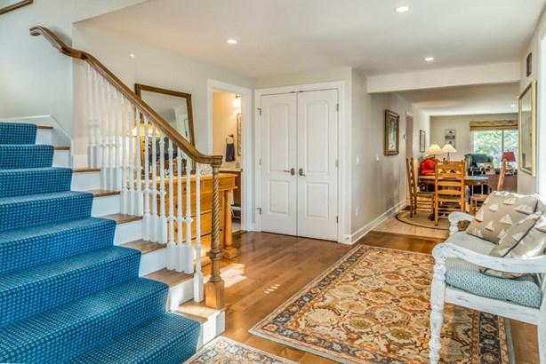 Single Family Residence, Colonial - Edgartown, MA (photo 5)