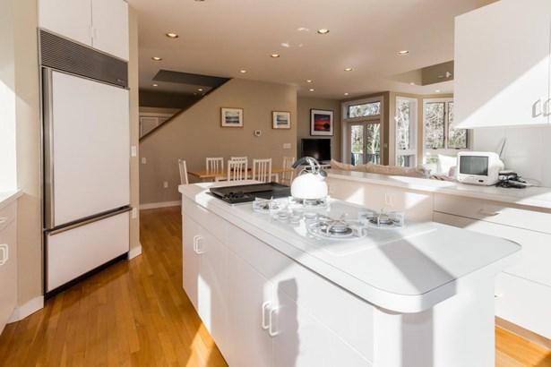Single Family Residence, Contemporary - Tisbury, MA (photo 5)
