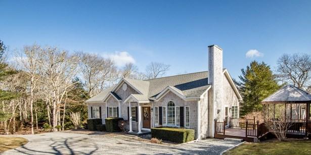 Single Family Residence - Vineyard Haven, MA