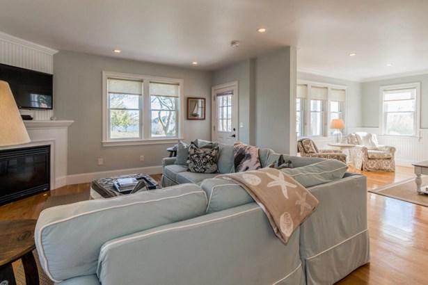 Single Family Residence, Contemporary - Vineyard Haven, MA (photo 1)