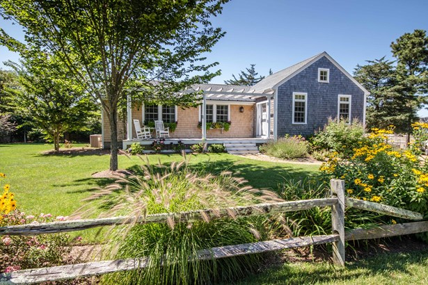 Single Family Residence, Ranch - Edgartown, MA