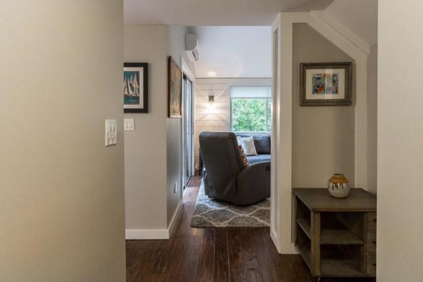 Condominium - Oak Bluffs, MA (photo 2)