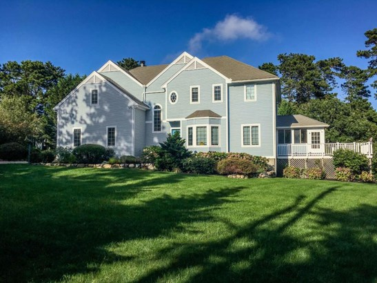 Single Family Residence, Colonial - Oak Bluffs, MA (photo 1)