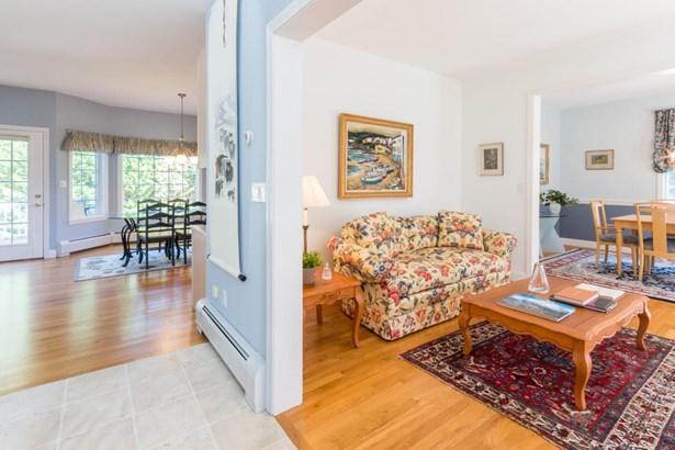 Single Family Residence, Colonial - Oak Bluffs, MA (photo 3)