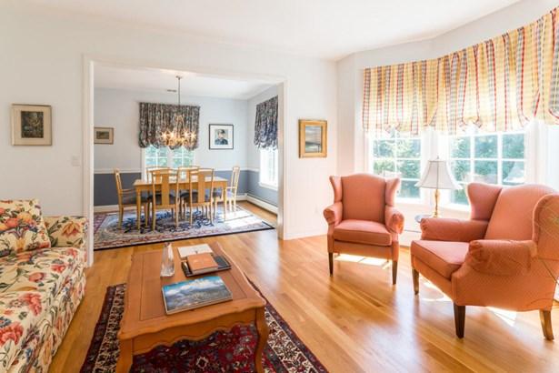 Single Family Residence, Colonial - Oak Bluffs, MA (photo 4)