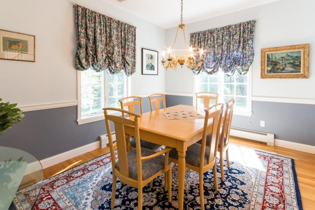 Single Family Residence, Colonial - Oak Bluffs, MA (photo 5)
