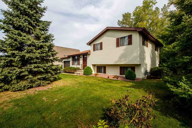 Tri-Level, Residential - WINNECONNE, WI (photo 2)