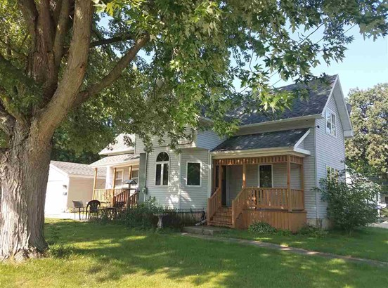 Farmhouse/National Folk, 2 Story - Omro, WI