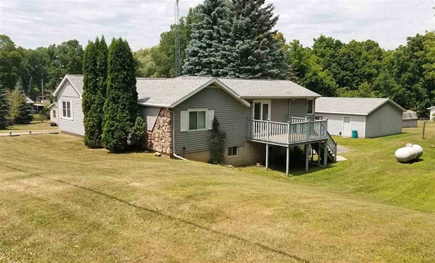 1 Story, Raised Ranch - Omro, WI