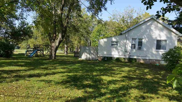 1 Story, Residential - OMRO, WI (photo 2)