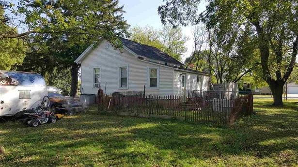 1 Story, Residential - OMRO, WI (photo 3)