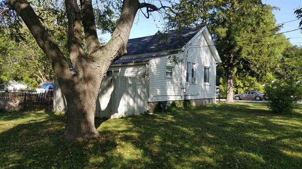 1 Story, Residential - OMRO, WI (photo 4)