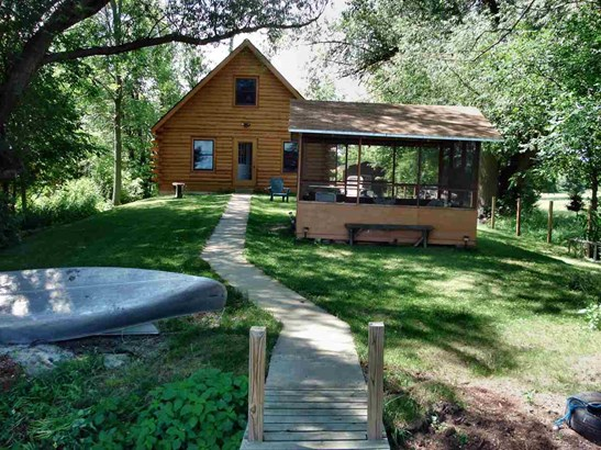 1.5 Story, Log Home - Omro, WI