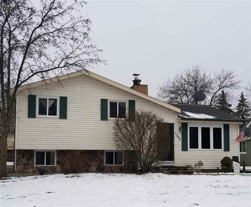 Quad-Level, Residential - OSHKOSH, WI (photo 1)