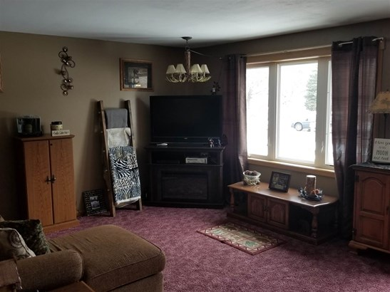 Quad-Level, Residential - OSHKOSH, WI (photo 4)