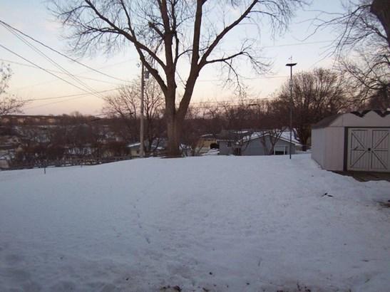 C. Backyard (photo 5)
