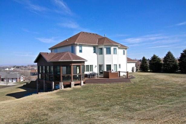 D. 4 season porch & deck (photo 4)