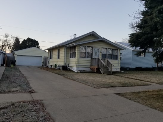 1012 Whitcher Ave, Sioux City, IA - USA (photo 1)