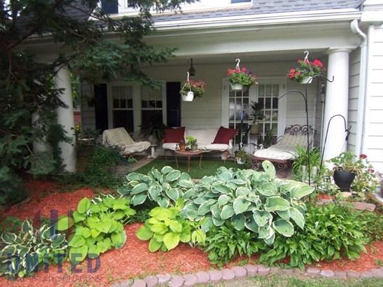 F. Front porch (photo 2)