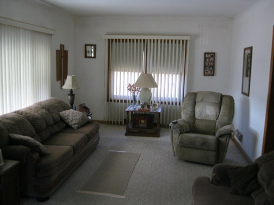 Front room (photo 4)