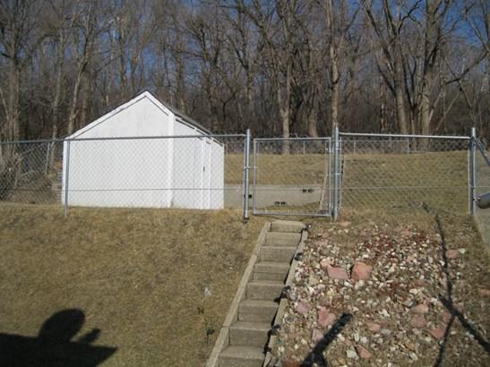 Backyard & shed (photo 5)