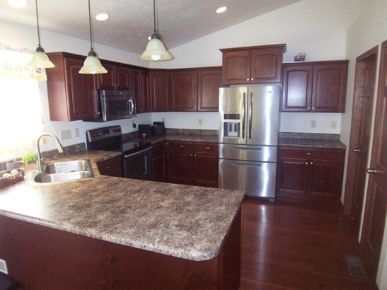 E. Kitchen (photo 4)